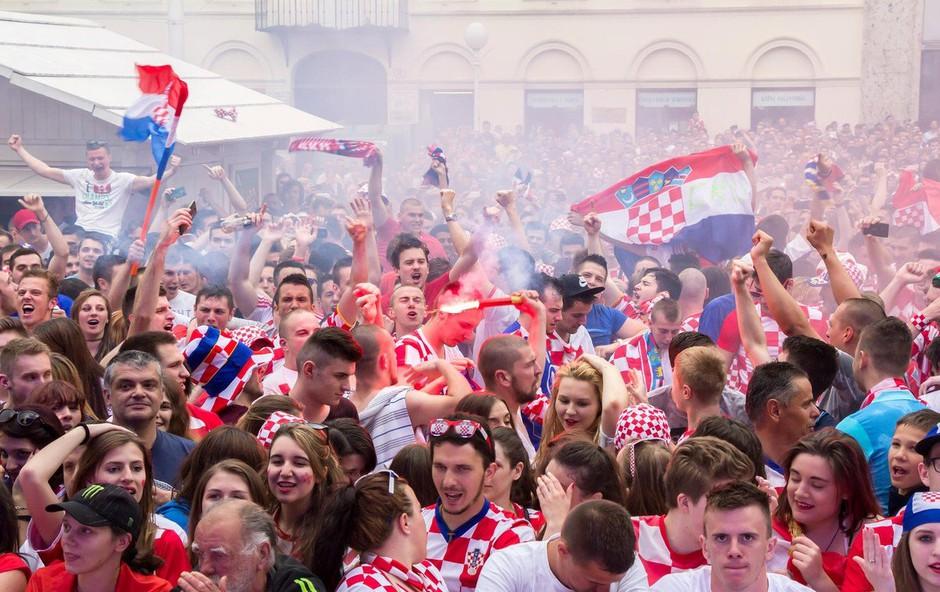 VIDEO: Hrvaški reprezentanti so se po tekmi veselili skupaj z znanim hrvaškim pevcem! (foto: Profimedia)