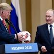 Poglejte si, kako je Donald Trump Melanii sredi govora vrgel nogometno žogo