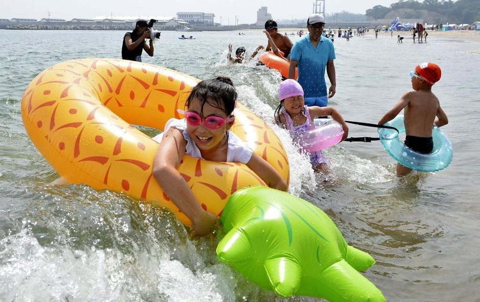 Na Japonskem po več letih znova odprli plaže v bližini Fukushime (foto: profimedia)