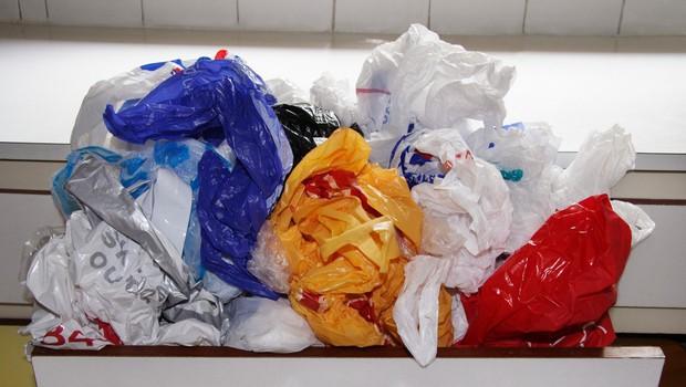 Plastične vrečke, ki močno ogrožajo čilsko okolje, so zakonsko prepovedali (foto: profimedia)