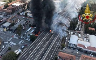 Zaradi hude nesreče je promet v Bologni ohromljen, ob eksploziji se je zrušil nadvoz, 2 žrtvi, 60 poškodovanih