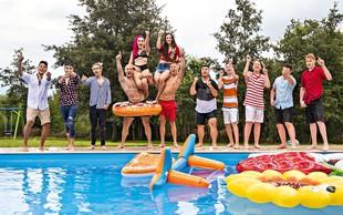 Raay je združil vse talente: Vroče snemanje na bazenu