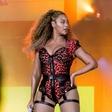 Beyonce kljub nekaj odvečnih kilogramih očarala z ultra ozko obleko