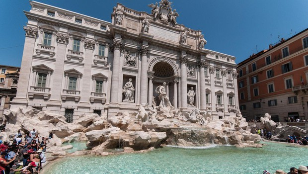 Fontana di Trevi: prepir, žaljivke in nato še pretep zaradi prostora za slikanje (foto: profimedia)