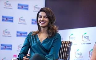 Priyanka Chopra končno pokazala svoj čudovit zaročni prstan