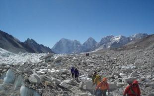 Na vrh Everesta je letos stopilo 563 plezalcev, najvišja gora na svetu pa je vzela šest življenj