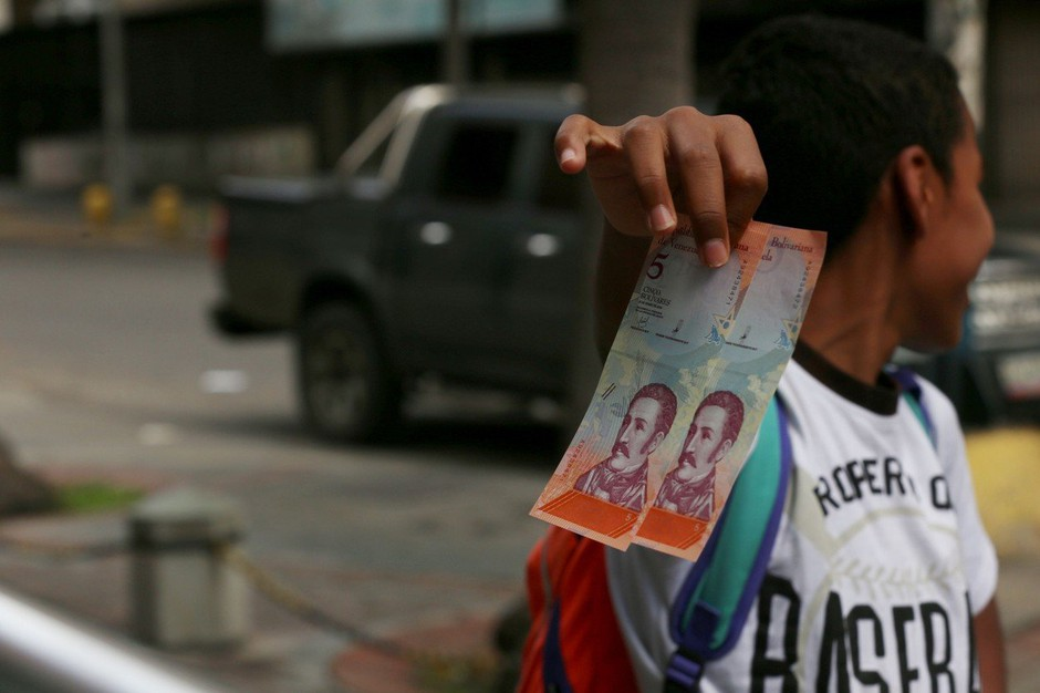 V Venezueli nad hiperinflacijo z novimi bankovci in ponovnim dvigom minimalne plače (foto: profimedia)