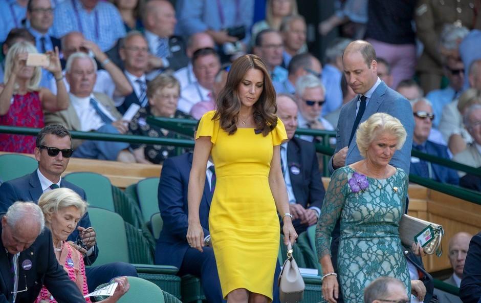 Kate Middleton ima poseben trik, ki ji pomaga, da med hojo ves čas ostaja elegantna (foto: Profimedia)