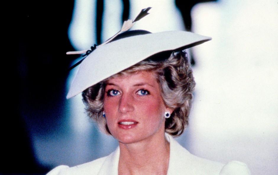 Zakaj je princesa Diana torbico vedno prislonila na svoj dekolte? (foto: Profimedia)