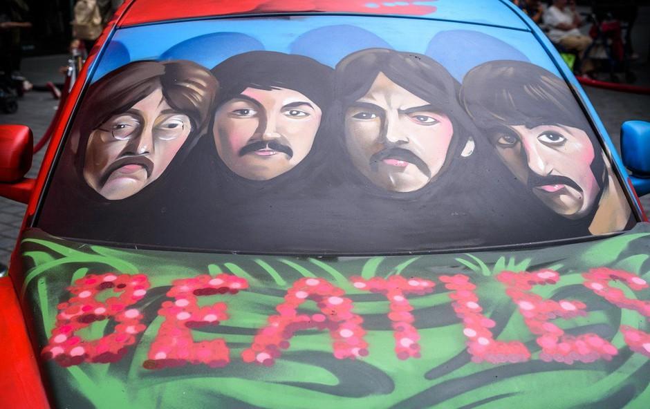 Kitara nekdanjega Beatla Georgea Harrisona na dražbi prodana za več kot 300.000 evrov! (foto: Profimedia)