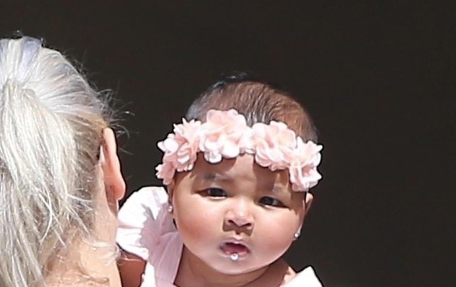 Komaj šestmesečna hčerka Khloe Kardashian že obiskuje ure baleta (foto: Profimedia)
