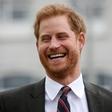 Princ Harry zbijal šale na račun kraljice Elizabete
