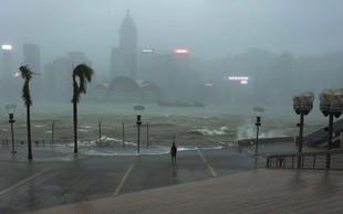 Tajfun Mangkhut je dosegel kitajsko obalo, število žrtev pa se veča, trenutno je terjal okrog sto življenj