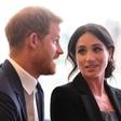 Meghan Markle je v poročno obleko všila košček modre obleke, ki jo je nosila na prvem zmenku s princem Harryjem