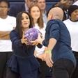 Meghan Markle v visokih petah pokazala, kako spretna zna biti v igri z žogo