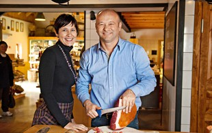 Janko in Helena Kodila: Ocvirke postavili na kulinarični zemljevid