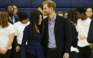 Princ Harry in Meghan Markle v javnosti izkoristita vsako priložnost, da se lahko objameta