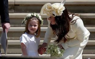 """Princesa Charlotte je na poroki Kate Middleton """"ukradla"""" torbico"""