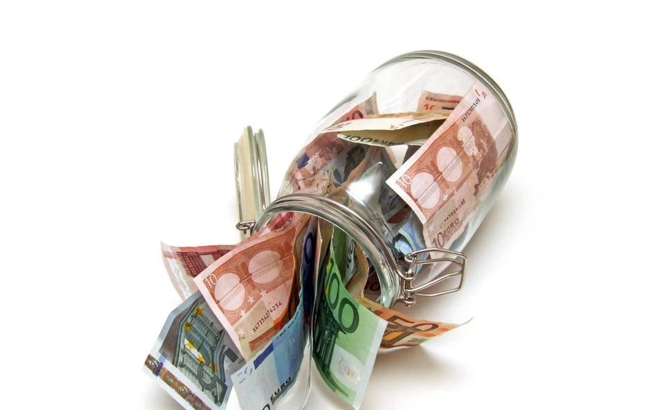 V državno blagajno se je lani steklo več denarja od davkov in socialnih prispevkov (foto: profimedia)