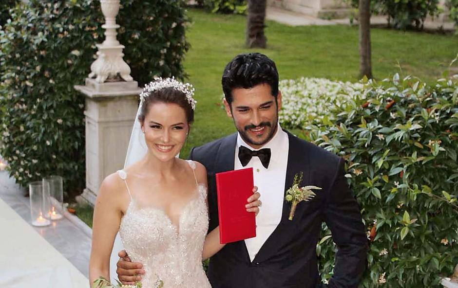 Burak Özçivit in njegova Fahriye postala starša, razveselila sta se sinčka! (foto: Profimedia)