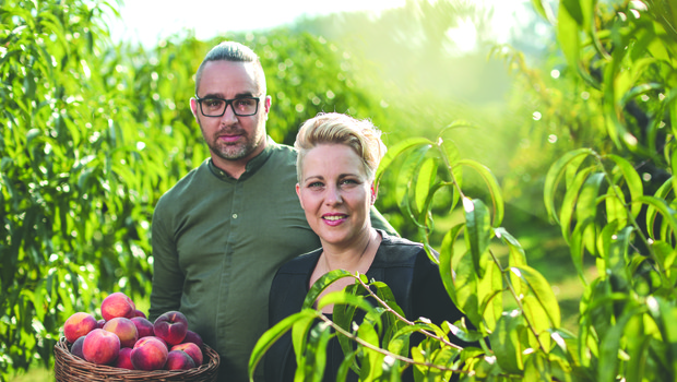 Valentina in Uroš Kavčič z mlečnim namazom Marmela po normandijskem vzoru (foto: Štartaj Slovenija PRESS)