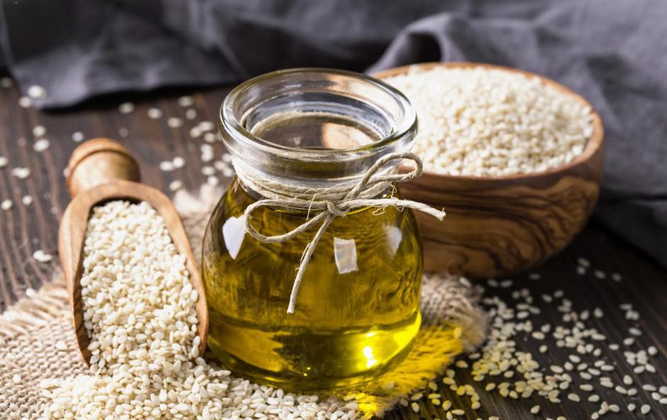 Sezamovo olje velja za eno najstarejših znanih rastlinskih olj. (foto: SHUTTERSTOCK)