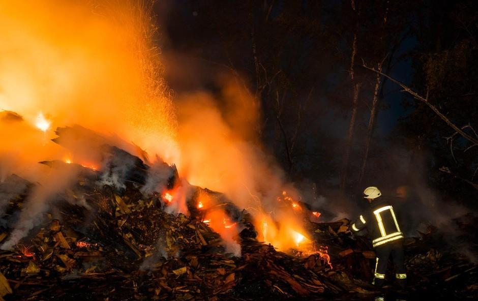 Bosanski Brod: Ena smrtna žrtev eksplozije v rafineriji, več ranjenih (foto: profimedia)