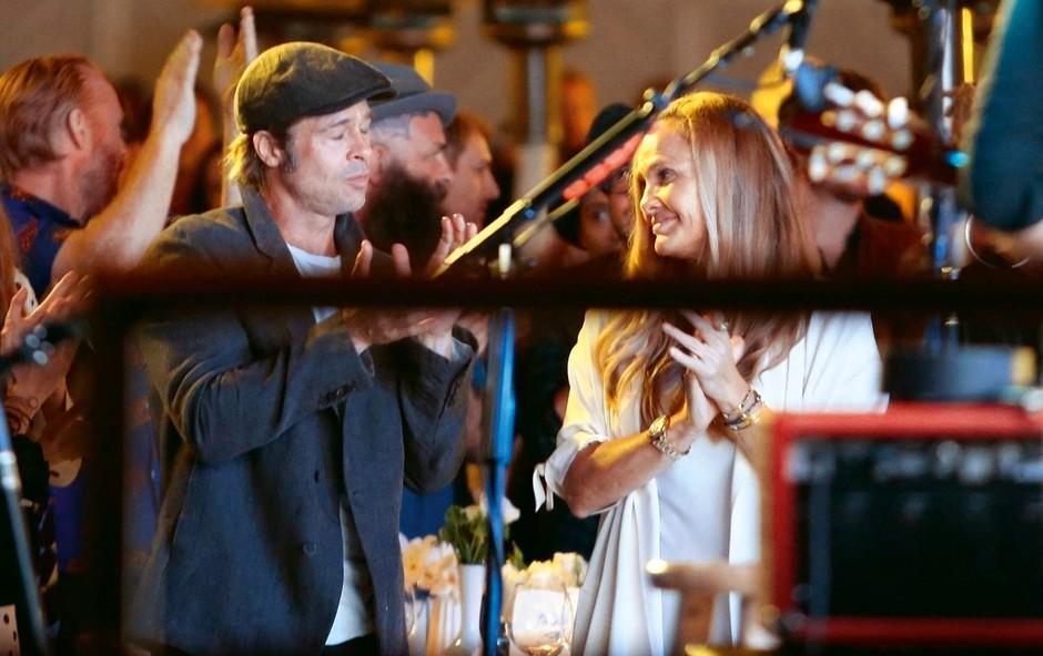 Brad Pittv družbi medicinske sestre (foto: Profimedia)