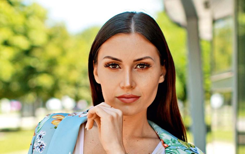 Anja Jenko ne verjame v zakon, a zaročnega prstana se ne bi branila! (foto: GORAN ANTLEY)