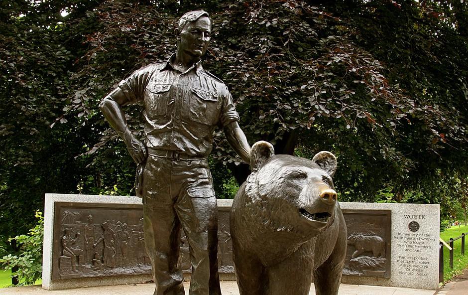 Poljaki in Škoti so ga tako vzljubili, da so leta 2015 zbrali 300 tisoč evrov za bronasti spomenik v parku v središču mesta Edinburgh. (foto: SHUTTERSTOCK)