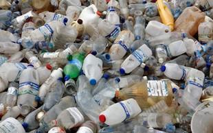 Deset plastičnih kozarčkov ali pet plastenk za avtobusni prevoz