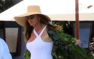Caitlyn Jenner 69. rojstni dan proslavila na plaži s svojo 22-letno punco
