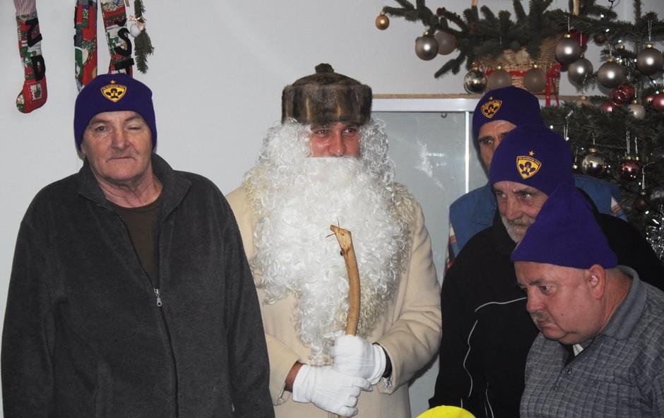 Društvo Humanitarček išče Božičke za brezdomce! (foto: Humanitarček Press)