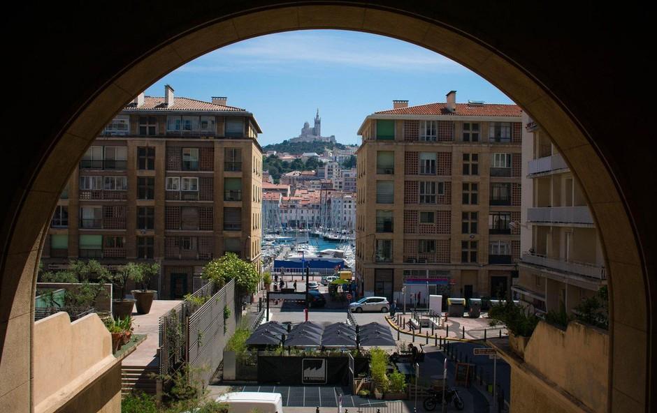 Po zrušenju dveh zgradb v Marseillu mrtvi in pogrešani (foto: profimedia)