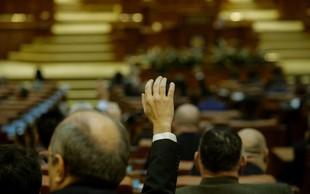 Podpredsednik romunskega parlamenta EU in opoziciji pokazal sredinec