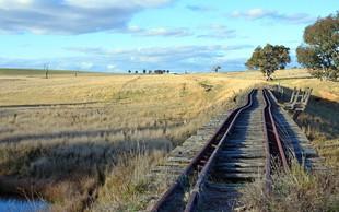 Po avstralski divjini brez nadzora drvel tovorni vlak