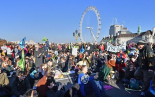 Britanci so zaradi podnebnih sprememb protestirali proti neaktivni vladi