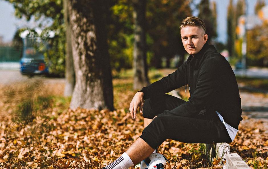 Tadej Glavač je v poplavi športnih nogavic izdelal nove (foto: Tine Gornik, Jernej Borovinšek)