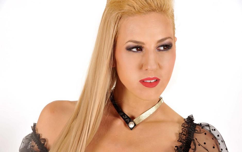 Eva Breznikar si je s svojimi unikatnimi izdelki pridobila zaupanje znanih glasbenikov (foto: Matjash Fartek)