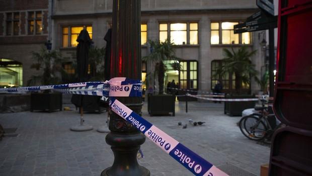 Pred bruseljsko policijsko postajo moški zabodel policista (foto: profimedia)