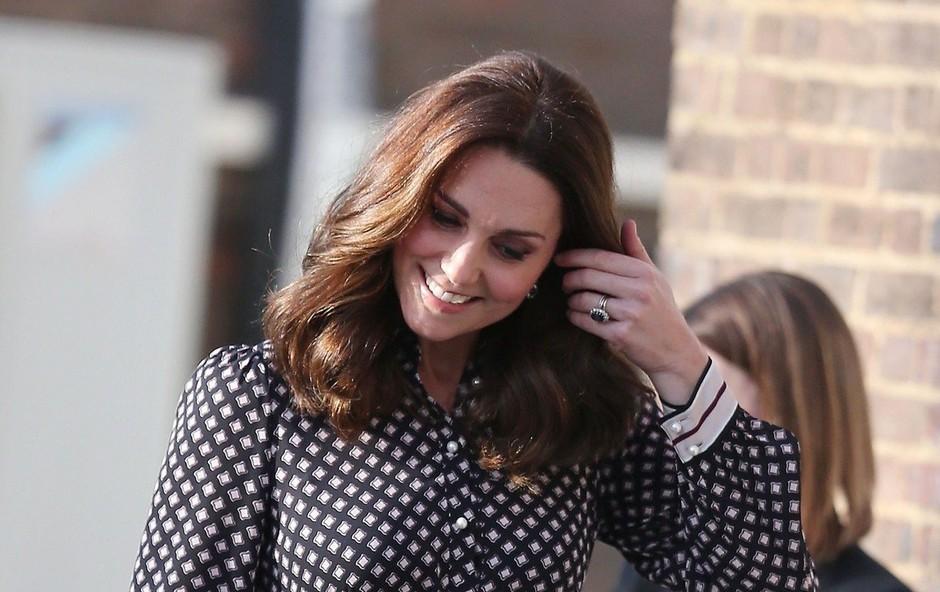Poglejte, kakšno čestitko za rojstni dan je kraljeva družina namenila vojvodinji Kate (foto: Profimedia)