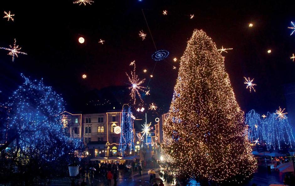 Praznični december v Ljubljani se pričenja s tradicionalnim prižigom lučk! (foto: Primož Predalič, Goran Antley)