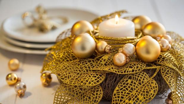 V adventnih venčkih so sveče, zato ravnajte previdno (foto: Profimedia)