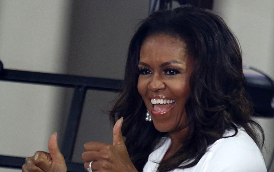 Michelle Obama si je drznila objeti kraljico Elizabeto, zdaj pa je razkrila kakšne besede ji je kraljica namenila (foto: Profimedia)