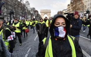 Pariz: Policisti so se pripravili na nov protest rumenih jopičev in pregledujejo udeležence