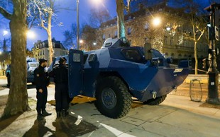 Slovensko veleposlaništvo v Parizu v luči protestov v Franciji izdalo opozorilo