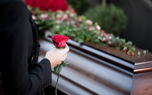 Razlaga sanj: Pogreb je znamenje, da je nekaj znotraj vas umrlo ali se prebudilo!