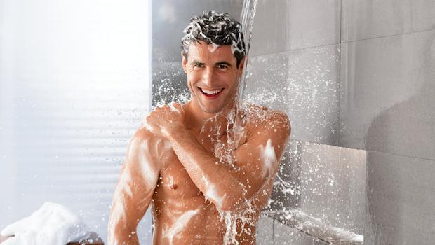 Kako negovati občutljivo moško kožo? (foto: nivea)