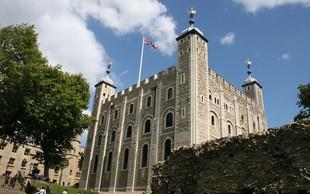 Stražarji znamenite londonske trdnjave prvič po 55 letih stavkali!