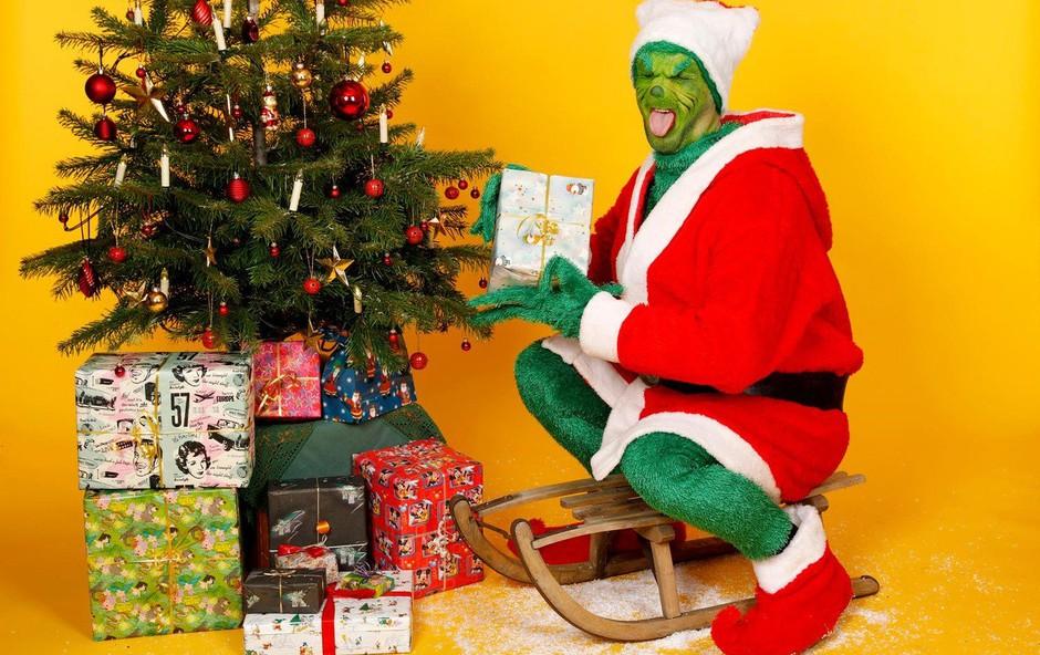 Tat v Nemčiji odnesel božična darila, za seboj pa pustil zavijalni papir (foto: profimedia)